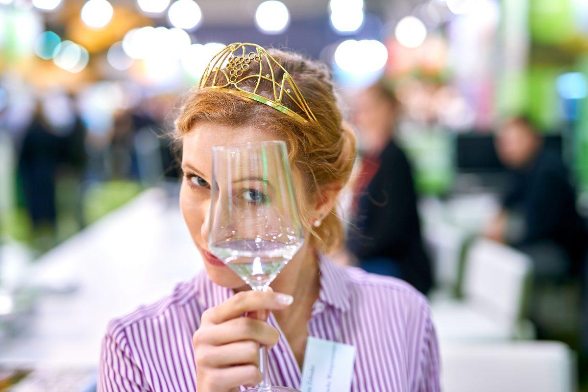 Weinprinzessin Klara Zehnder auf der Weintour