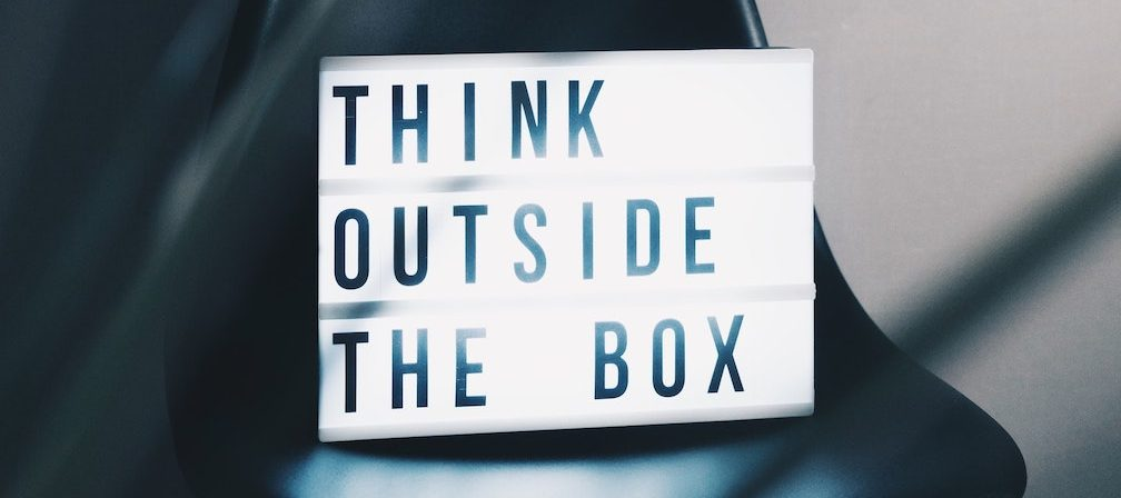 Schild Think outside the box