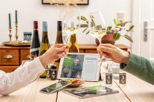 Bei der Virtuellen WeinTour kann man Weinpakete bestellen und in Online-Verkostungen Zuhause probieren.